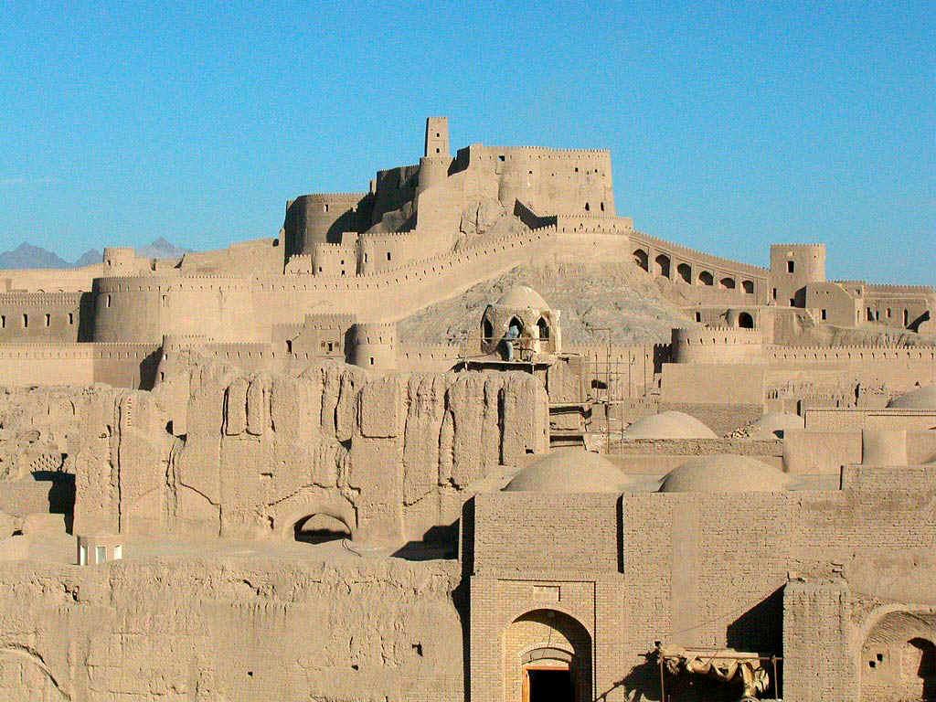 ارگ بم --- ارگ تاريخي شهر زلزله زده بم از بناهاي مهم و تاريخي استان كرمان و كشور ايران