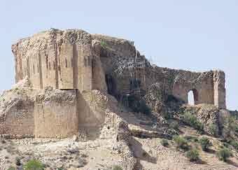 http://www.cais-soas.com/CAIS/Images2/Sasanian/Kal_e_Dokhtar/Dedz_e_Dokhtar.jpg